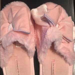 NEVER WORN Victoria's Secret slipper